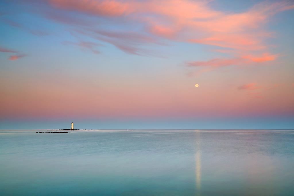 8-4-carboni-alessandro-moon-lighthouse-at-sunrise-italy